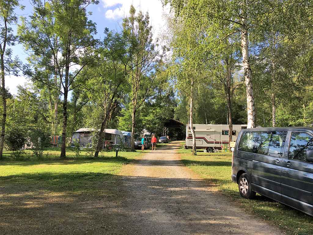 emplacement camping ombrage saint girons